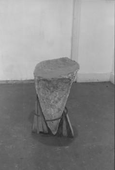 1983-Wig-gips, ijzer, hout, 60x30x30cm