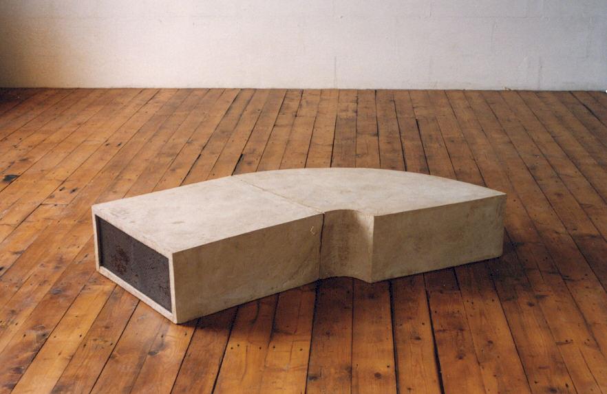 1990-aqua 8, cement, staal, 102x68x38cm