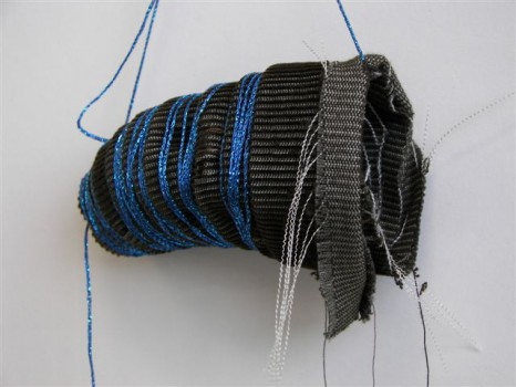 2005-zonder titel, katoen, garen, 15x40x6 cm