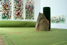 2006-project oneindige tuin2, i.s.m. Pim van Halem, vloerkleed 240cmx50cm, diverse materialen, Museum Hudson, Rotterdam