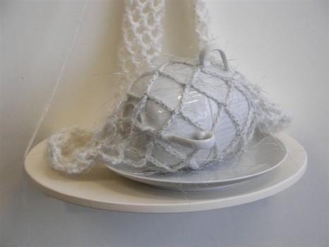 zonder titel , porselein, wol, aluminiumgaren, 80x26x22 cm, detail