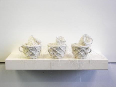 2007-zonder titel, porselein, wol aluminiumgaren, 61x20x16 cm