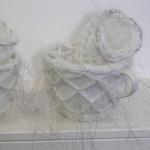 2007-2-zonder titel, porselein, wol aluminiumgaren, 61x20x16 cm-detail