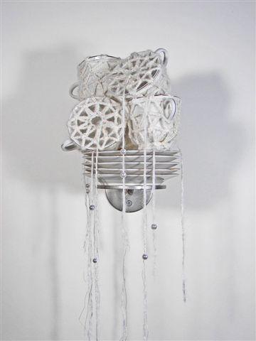 2007-4b-zonder titel, wol, porselein, aluminiumgaren, parels, 110x25x16cm