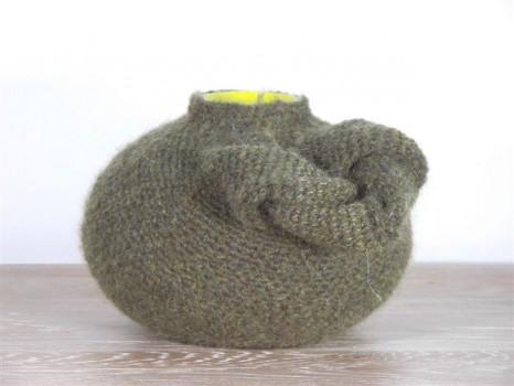 2007-5-zonder titel, glas, wol, 20x16cm