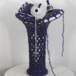 2007-7-zonder titel, porselein, wol, 45x27x23cm