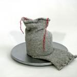 2009-oude sok, wol, aardewerk, aluminium, 50x36cm