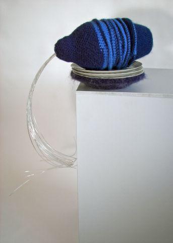 2009-verspillen, wol, porselein, plastic, 73x45x25cm