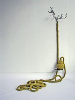 2010-Lang leve de planter, wol, hout, rvs, 190x120x100cm