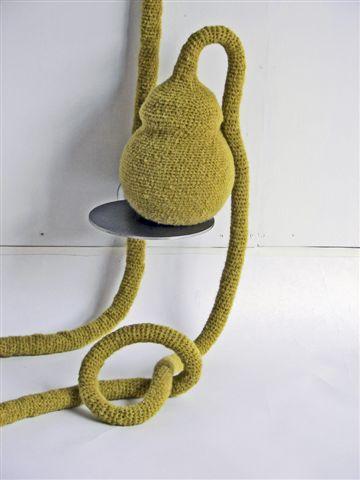2010-Lang leve de planter, wol, hout, rvs, 190x120x100cm-detail