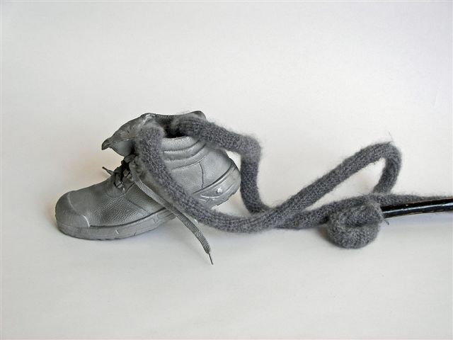 2010-willen... maar niet kunnen, wol, aluminium, hout, 82x140x60cm-detail