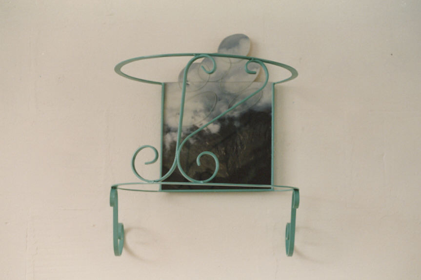 met hoofd in wolken, staal, foto, perspex, lak, 30x30x50cm